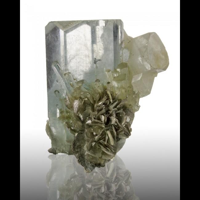 "2"" Shiny Gemmy Pale Blue AQUAMARINE Dozens of Crystals w/Mica Pakistan"