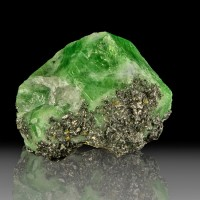 "1.6"" 232ct Lustrous Grass Green TSAVORITE Sharp Gemmy Crystals Tanzania for sale"
