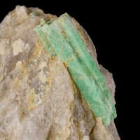 "3.2"" Lawn Green EMERALD Multiple Sharp Crystals in Quartz Yunnan China for sale"