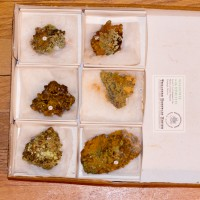 Wholesale Flat 6 pieces Orange WULFENITE w-Green MIMETITE Mexico @$12 for sale