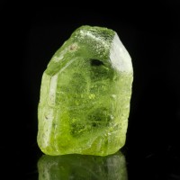 """.7"""" 18.4ct Gemmy PERIDOT Terminated Crystal Glowing KellyGreen Pakistan for sale"""