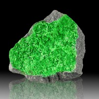 """3.3"""" SuperSaturated Green SuperSparkly UVAROVITE Crystals to 1mm Russia for sale"""