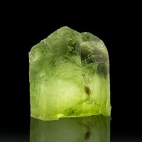 ".6"" 20.4ct Gem PERIDOT Crystal Sharp Termination Vivid Green Pakistan for sale"