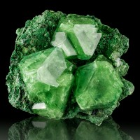 "3.6"" ALUM Sharp Gemmy Emerald Green Octahedral Crystals to 1.6"" Poland for sale"